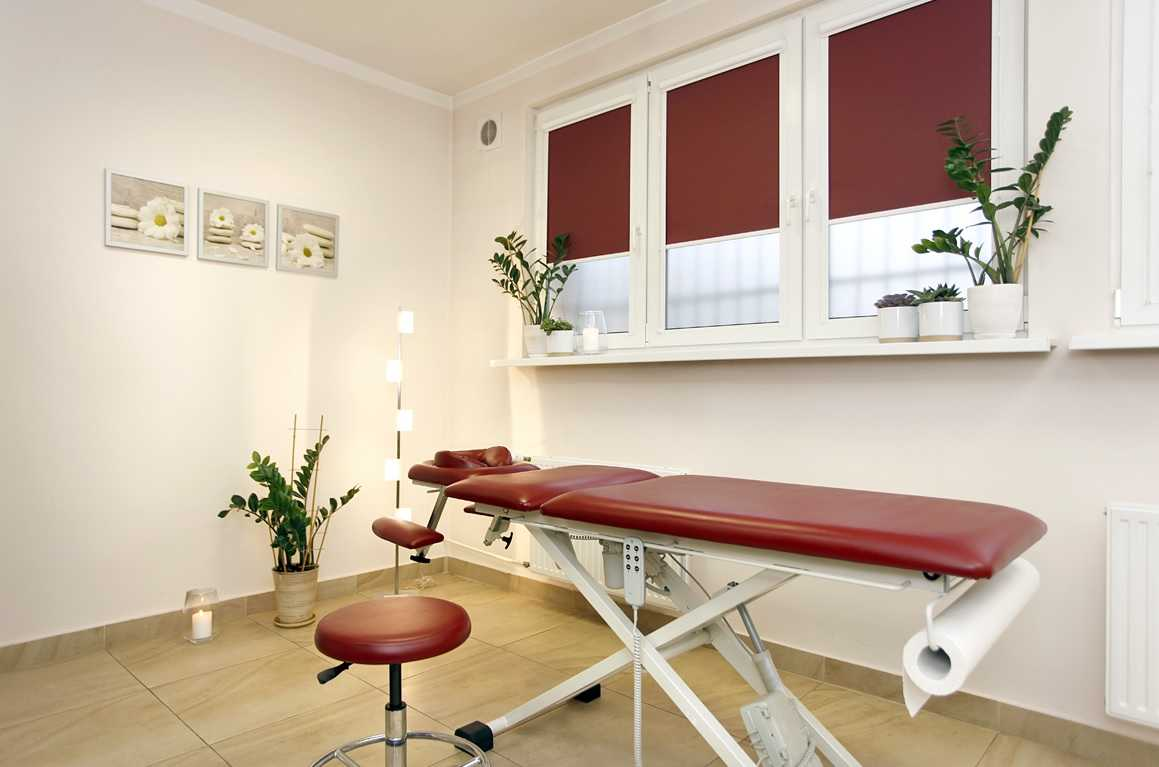 Stół w gabinecie masażu w Starogardzie Gdańskim